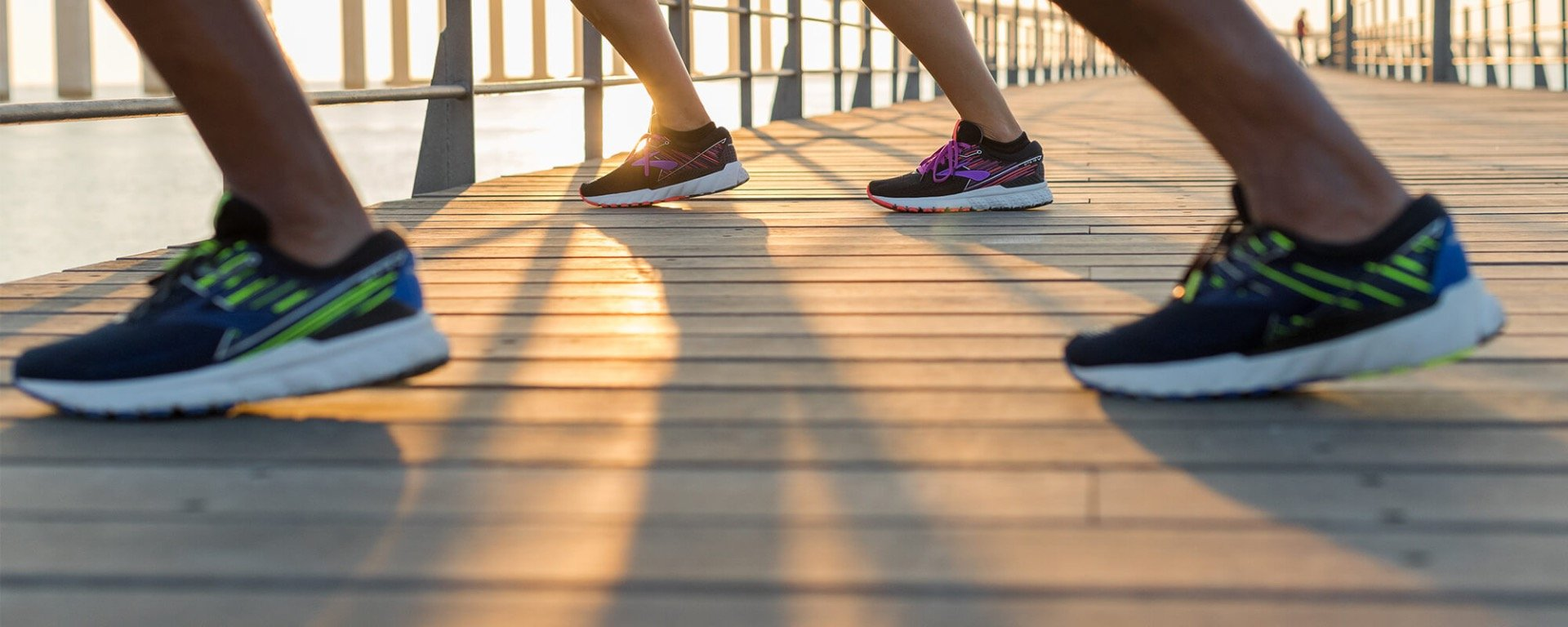 Køb BROOKS løbesko og løbetøj til dame og herre online med fri fragt på kaisersport.dk