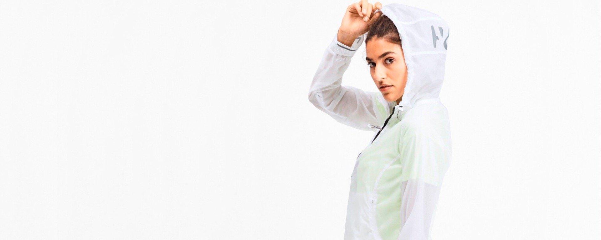 Køb PUMA dame løbetøj, t-shirts med print, højtaljede løbetights og løbesko på kaisersport.dk. Fri fragt og 365 dages retur.