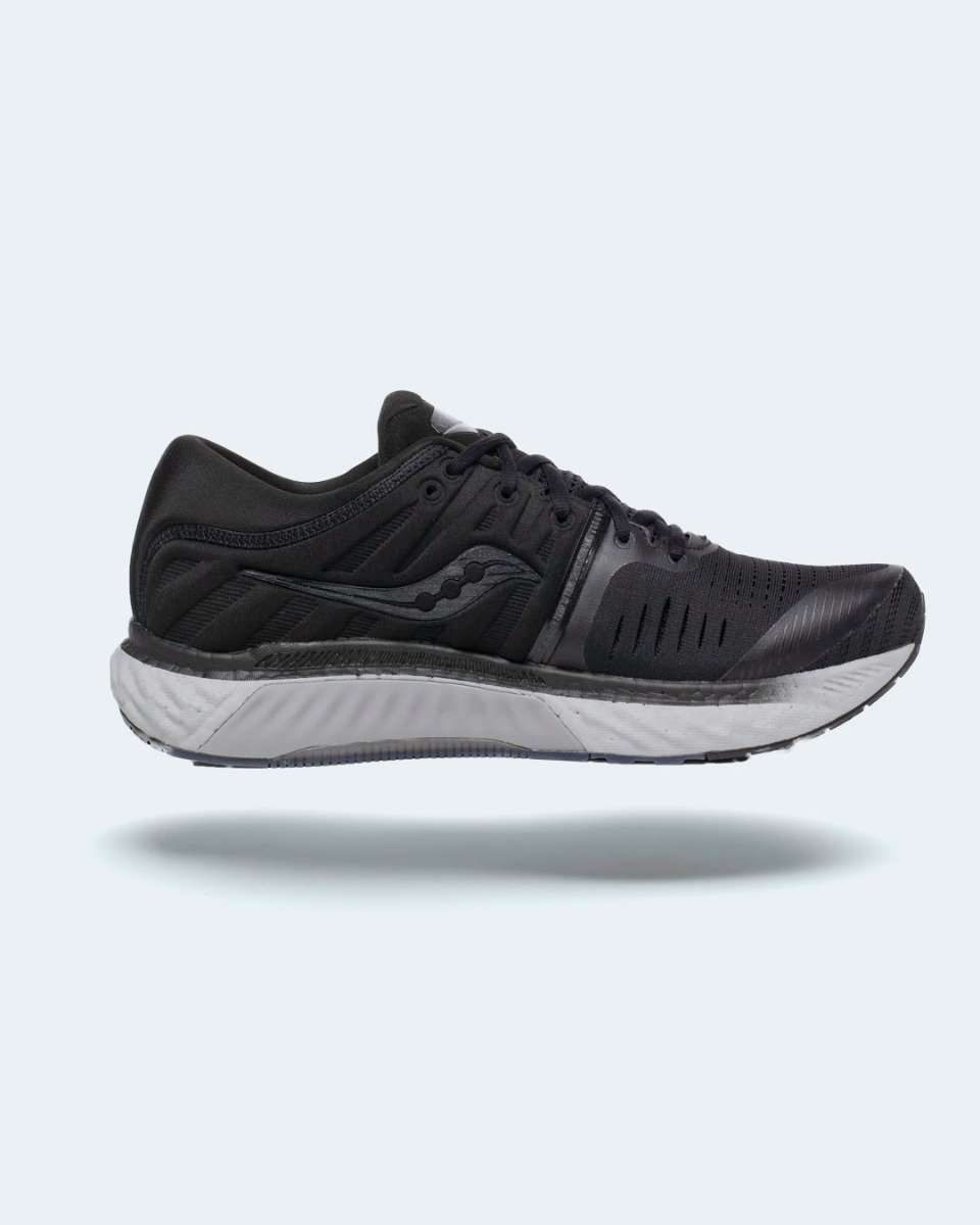 """<a href=""""https://kaisersport.dk/saucony-w-hurricane-22-blackout"""" style=""""color: #fff; font-weight:600;"""">SAUCONY HURRICANE 22</a>"""