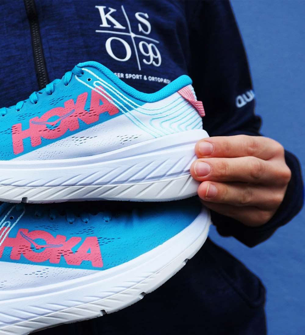 "<a href=""http://bit.ly/hoka-carbon-x-ss20"" style=""color: #fff; font-weight:600;"">CARBON X</a>"