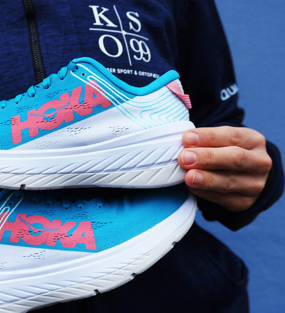 """<a href=""""http://bit.ly/hoka-carbon-x-ss20"""" style=""""color: #fff; font-weight:600;"""">CARBON X</a>"""